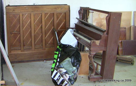 Prince Edward Heights, piano in smaller building