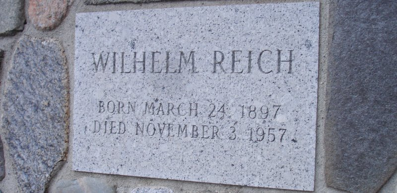 Reich - date on tomb